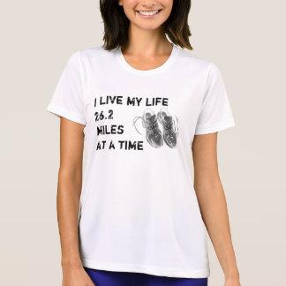 Os SS Wicking das senhoras - vida 26,2 milhas de T-shirt