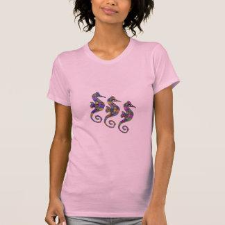 Os t-shirt do arco-íris do cavalo marinho