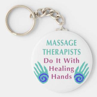 Os terapeutas da massagem fazem-no com mãos curas chaveiro