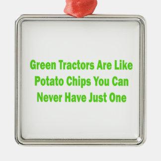 Os tratores verdes são como microplaquetas que de ornamento para arvores de natal