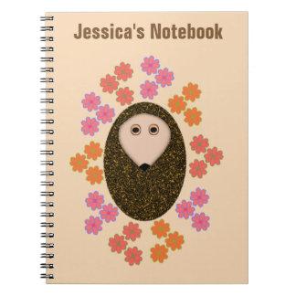 Ouriço sonolento e caderno customizável das flores
