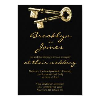 Ouro chave dos convites do casamento e cartões