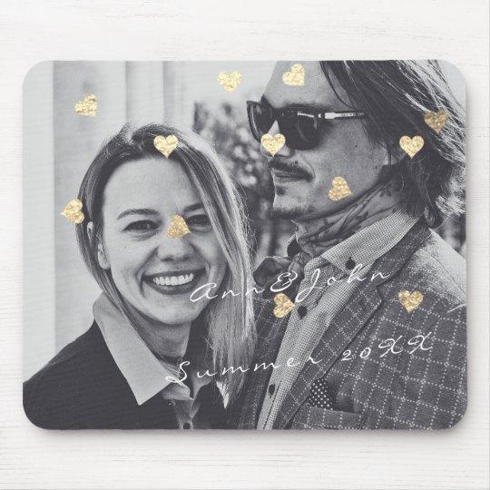 Ouro conhecido dos corações dos confetes do mouse pad