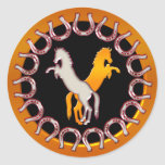 Ouro e ferraduras e cavalos da prata adesivo redondo