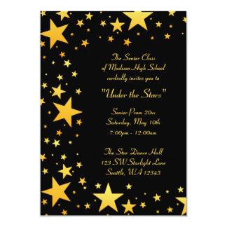 Ouro sob os convites formais do baile de formatura