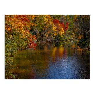 Outono tranquilo no cartão do rio