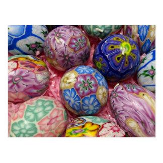 Ovos coloridos bonitos do ucraniano da cera cartão postal