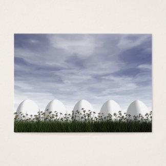 Ovos da páscoa na natureza em o dia nebuloso - 3D Cartão De Visitas