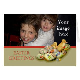 Ovos da páscoa, patinhos, quadro feito sob cartão comemorativo