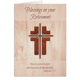 Padre das bênçãos da aposentadoria, cruz na cartão comemorativo