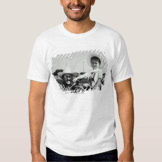 Pai e filho (2-4) no rodeio (B&W) Camiseta