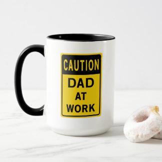 Pai na caneca de café do trabalho