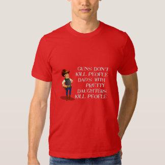 Pais engraçados com camisa das filhas camiseta
