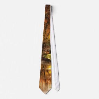 País - por uma ponte pequena gravata