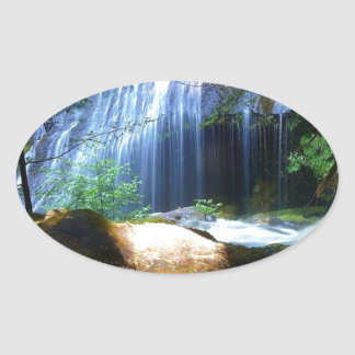 Paisagem bonita da selva da cachoeira adesivo oval