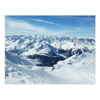 paisagem da neve dos cumes do viagem da montanha cartão postal