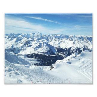 paisagem da neve dos cumes do viagem da montanha d impressão de foto