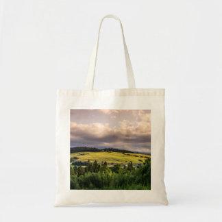 Paisagem das colinas do por do sol da natureza no bolsa tote