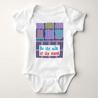 Palavras coloridas das citações da sabedoria das t-shirt