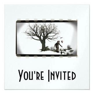 Palhaço & corvos do balão pela árvore assustador - convite quadrado 13.35 x 13.35cm