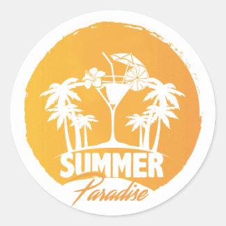 Palmas do paraíso do verão e etiqueta de Coctails