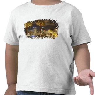 Palmeiras e CBD na noite, Sydney, sul novo T-shirt