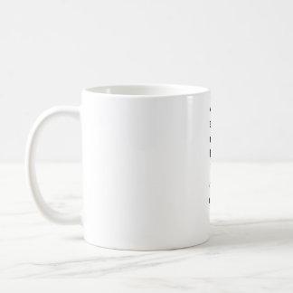 pancada vertical do modelo caneca de café