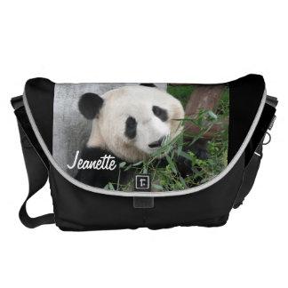 Panda, fundo preto, a grande bolsa mensageiro