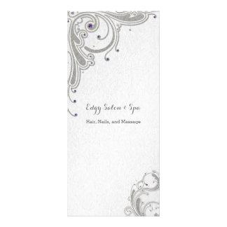 Panfleto O brilho de prata com jóias roxas projeta o salão