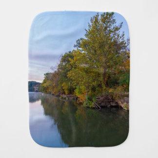 Paninho De Boca Lago Springfield morning do outono