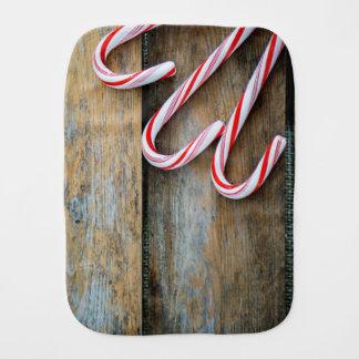 Paninho De Boca Madeira rústica com os bastões de doces do Natal