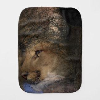 Paninho De Boca Puma selvagem do leão de montanha da silhueta da