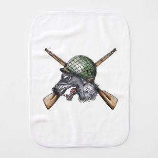 Paninho De Boca Tatuagem cruzado capacete dos rifles do lobo