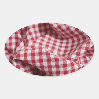 Pano Checkered do guingão vermelho e branco Adesivo Oval