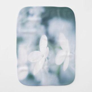 Pano De Boca Flores brancas bonitas
