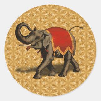 Pano do elefante indiano w Red Adesivo Redondo