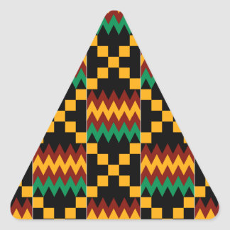 Pano preto, verde, vermelho, e amarelo de Kente Adesivo Triangular