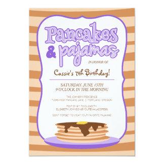 Panquecas e festa de aniversário roxas dos pijamas convite 12.7 x 17.78cm