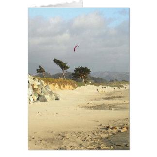Papagaio e nuvens vermelhos, cartão de Half Moon