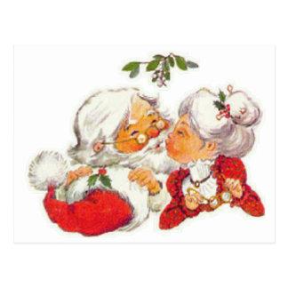 Papai noel do natal vintage que beija a Sra. Claus Cartão Postal