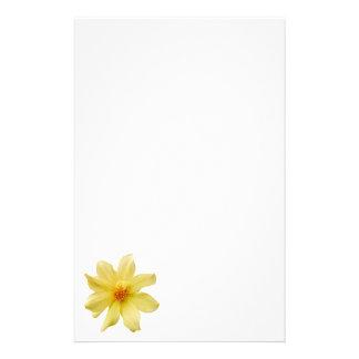 Papel amarelo dos artigos de papelaria da dália