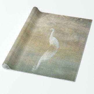 Papel De Presente Egret refletindo