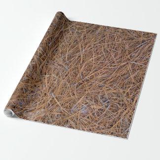 Papel De Presente Foto avermelhada das agulhas da palha do pinho