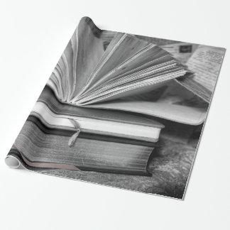 Papel De Presente Livros em preto e branco