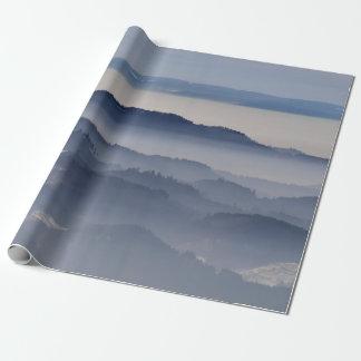 Papel De Presente Mar de montanhas nevoentas