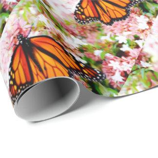 Papel De Presente Monarca alaranjado em flores cor-de-rosa