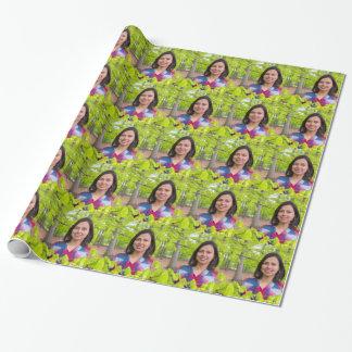 Papel De Presente Mulher do retrato com as folhas do verde no