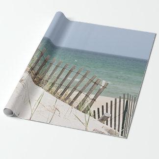 Papel De Presente Vista para o mar através da cerca da praia