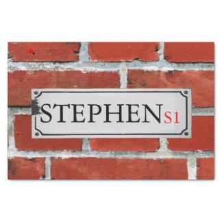 Papel De Seda O sinal de rua na parede de tijolo personaliza