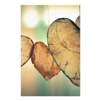 Papelaria A forma de madeira rústica do coração arredonda o